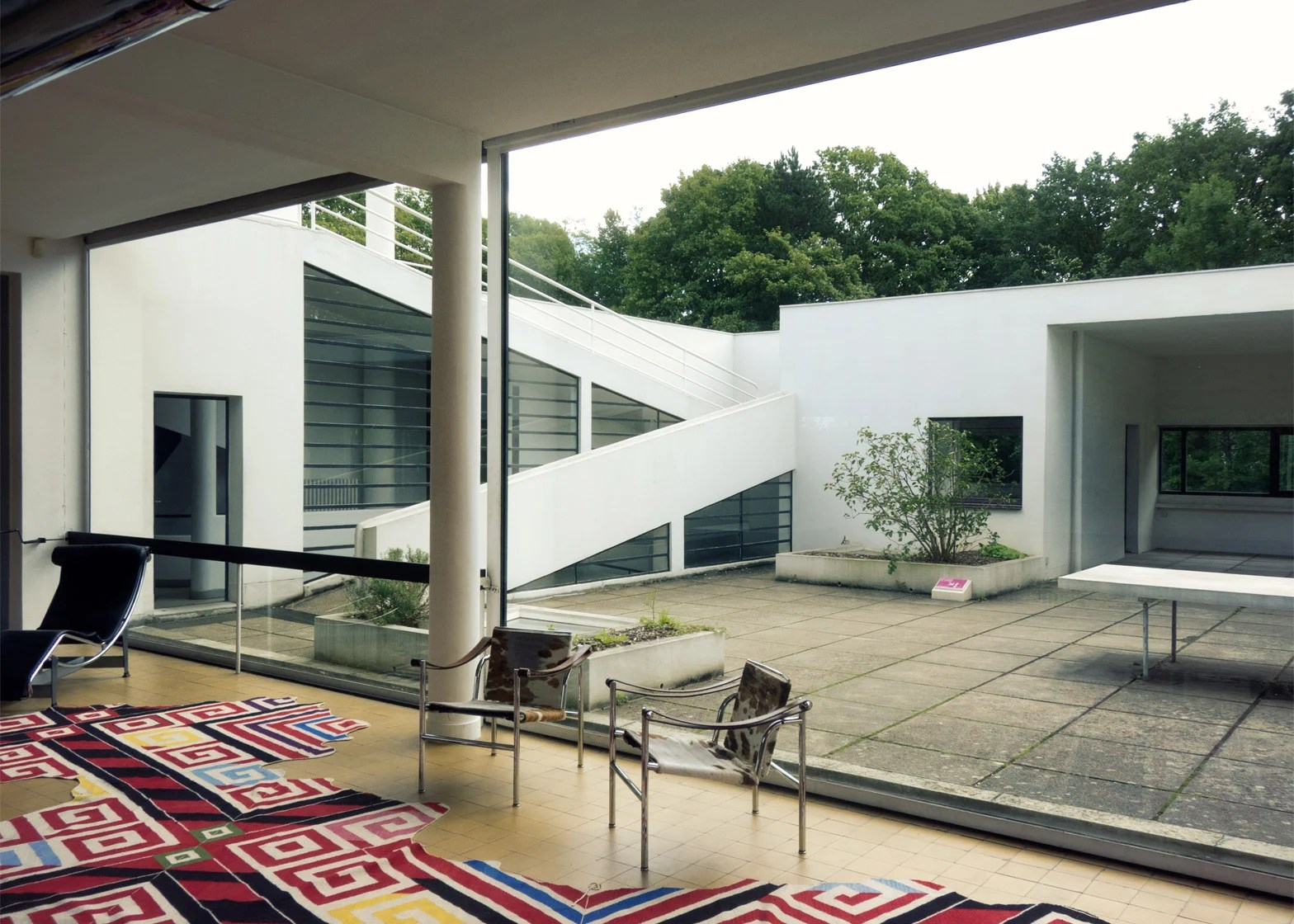 Decoration Villa Moderne Le Corbusier S Villa Savoye Encapsulates The Modernist Style