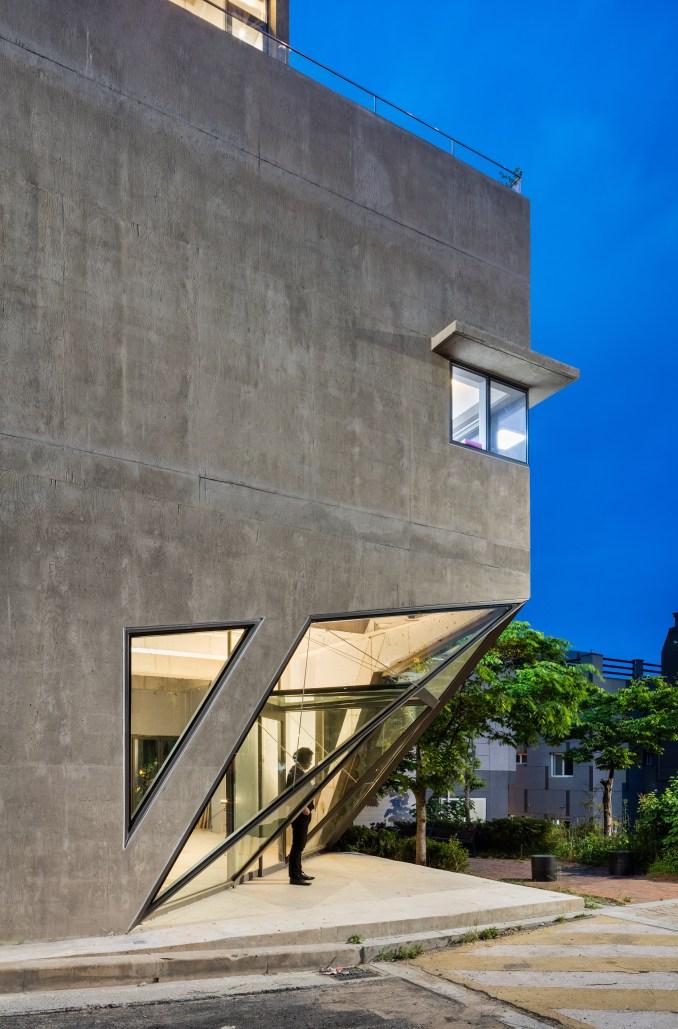 busan-times-moon-hoon-residential-architecture-south-korea_dezeen_2364_col_28