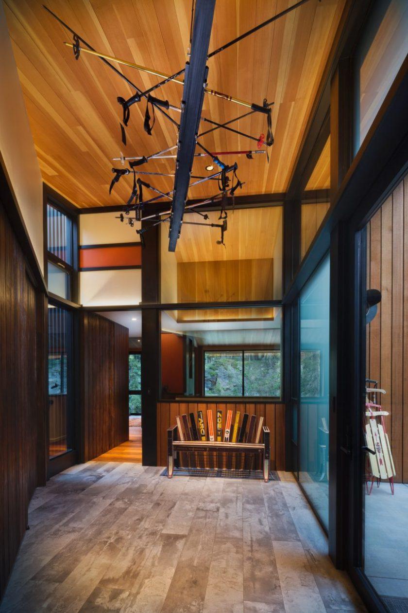 Alpine Meadows Cabin by Studio Bergtraun