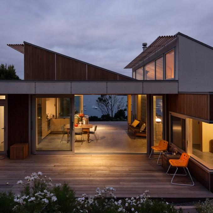 Waiheke Island House by Vaughn McQuarrie