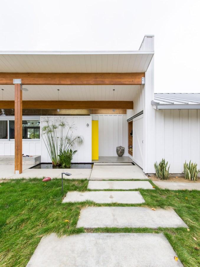 Malibu Beach House by Bestor Architecture