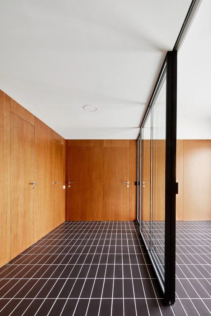 Architect Raúl Sánchez designs House 106 in Barcelona