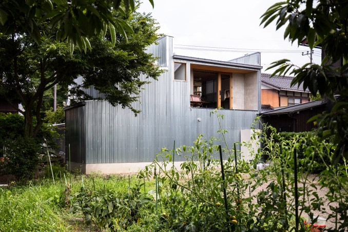 Corrugated steel house and studio by Japanese studio Form designed by Kouichi Kimura.