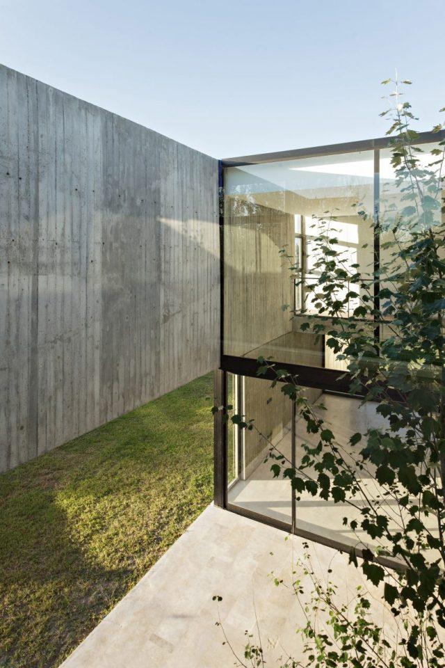 House in La Comarca by Anibal Bizzotto and Diego Cherbenco