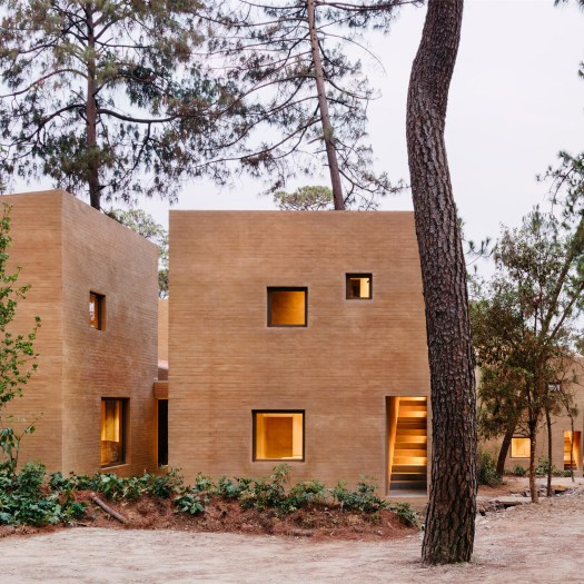 Taller Hector Barroso uses clay render to help weekend homes blend in with their forest setting