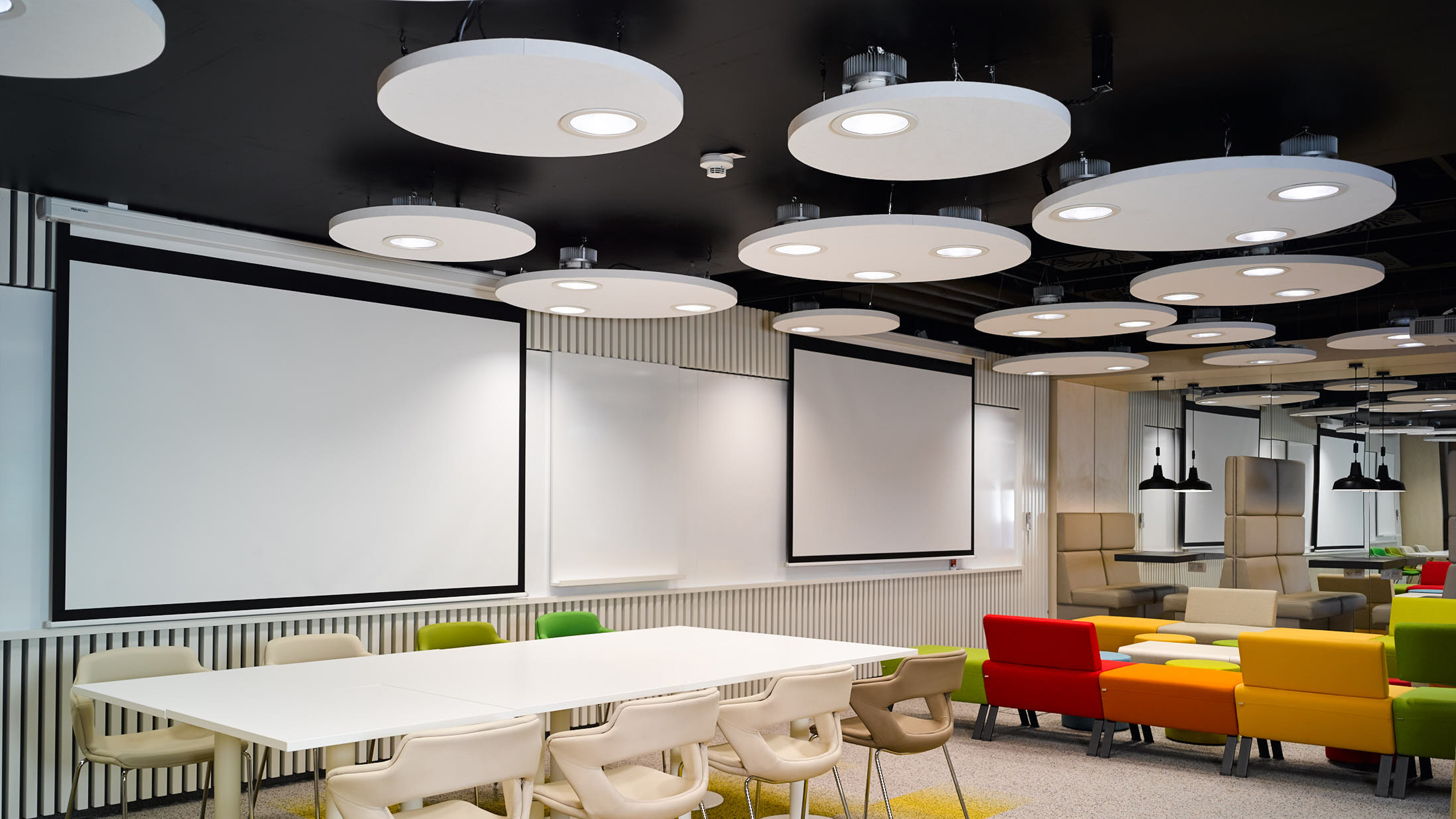 Fluctuating LED office lights offer workers caffeinelike