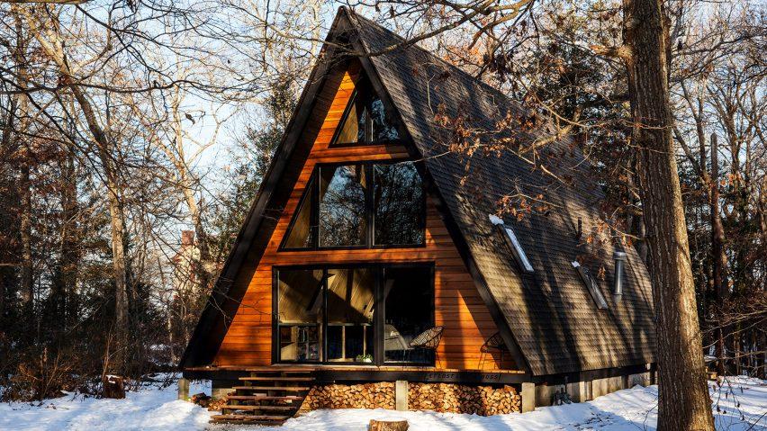 Aframe house becomes cosy guest lodge outside Philadelphia