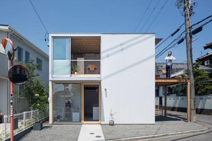 Square House by Suzuki Architects