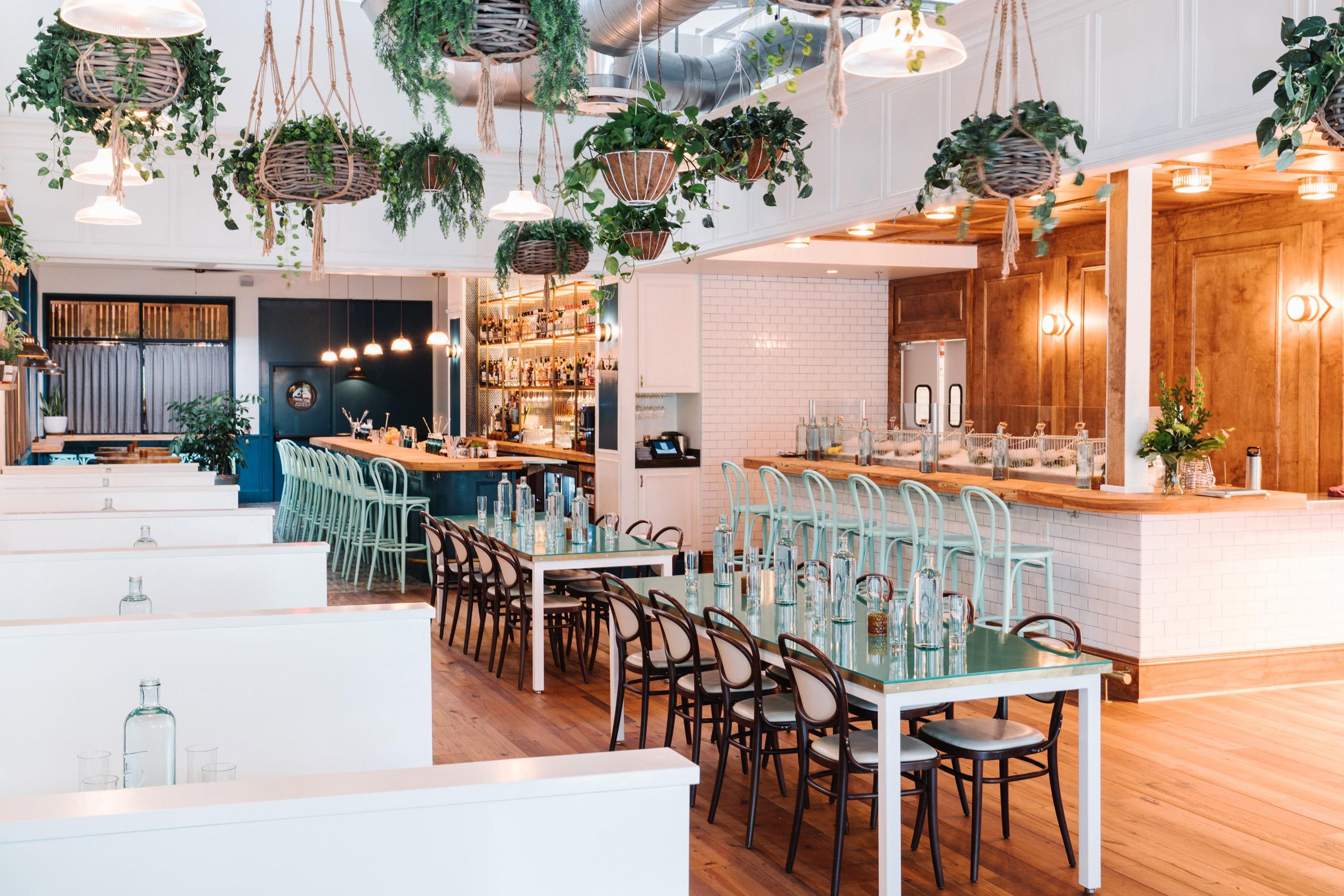 "La Petite Maison Atlanta square feet studio opts for ""spare nautical"" interior at"