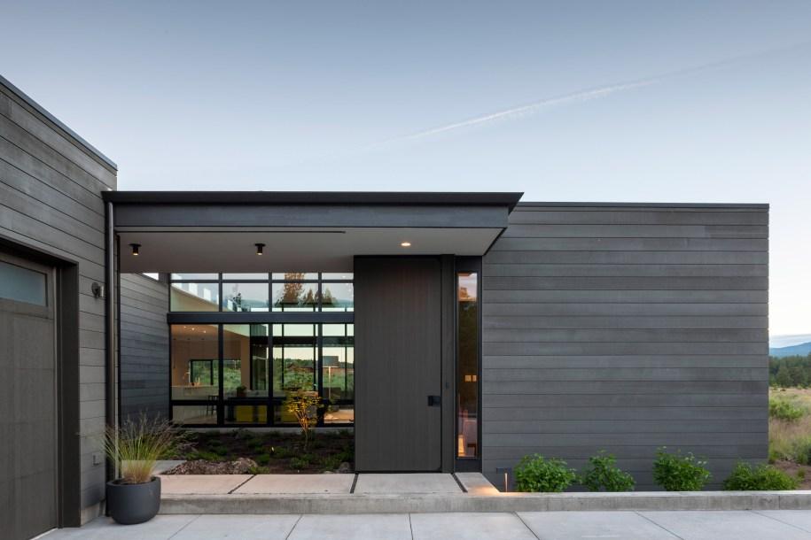 High Desert Modern house in Oregon is designed to be