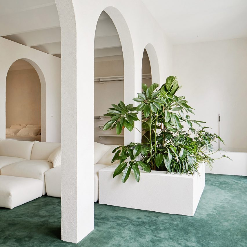 Archways Appear Throughout Penthouse In Barcelona By PMAA