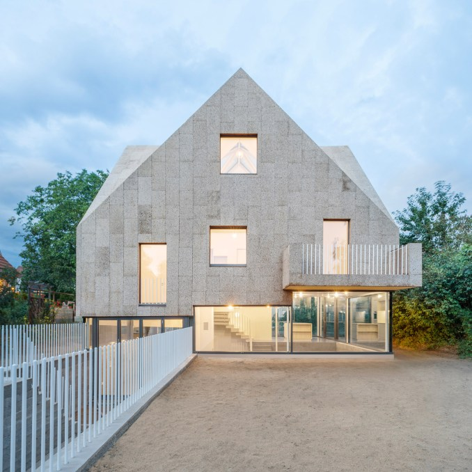Cork cladding roundup: Cork Screw House by Rundzwei Architekten
