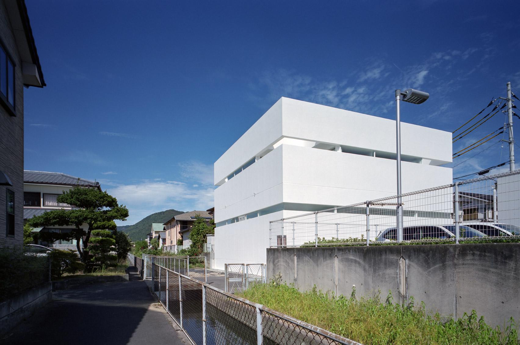 House in Takamatsu by Fujiwaramuro Architects