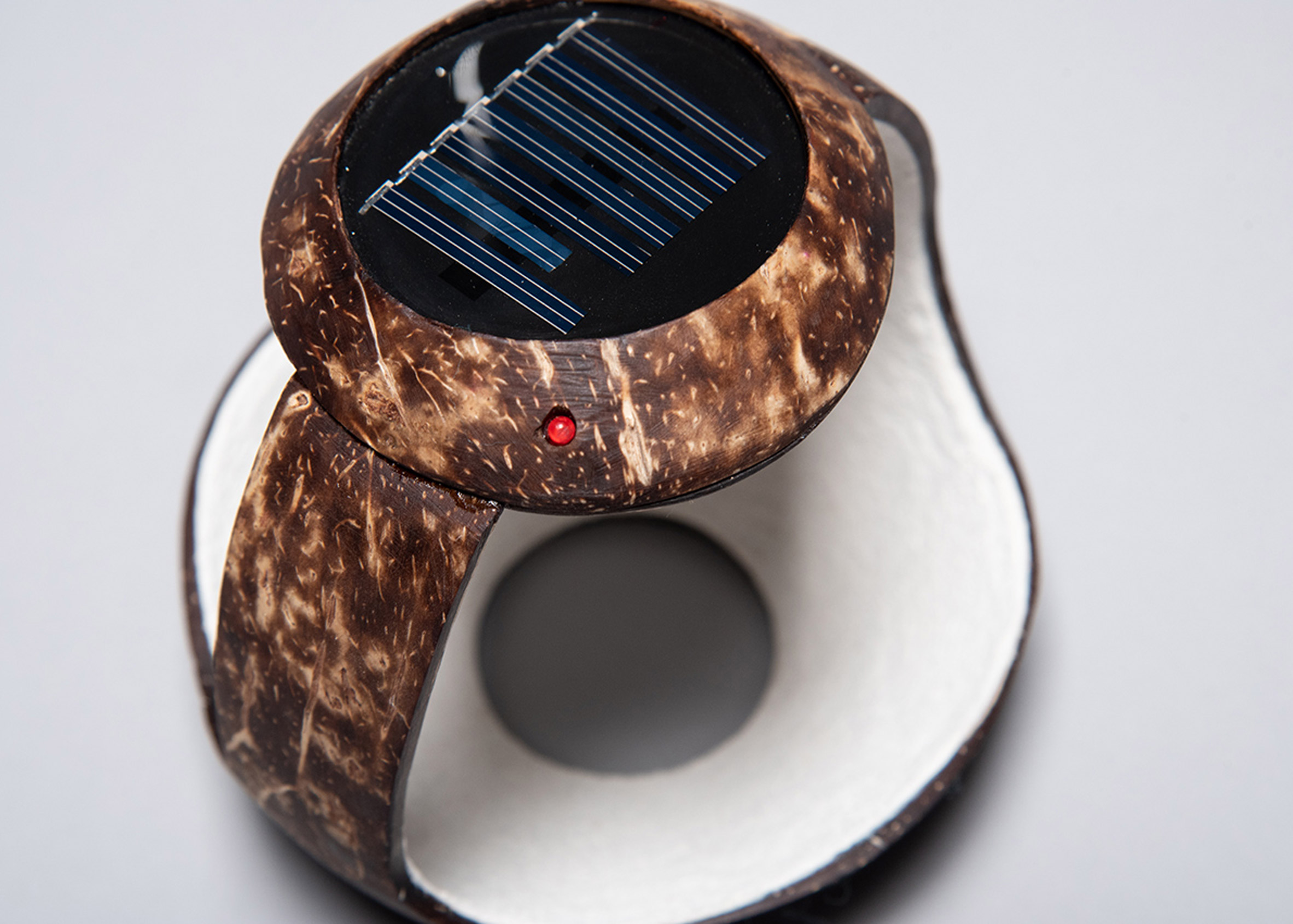 Mexican students design low-cost solar lamps for people without electricity
