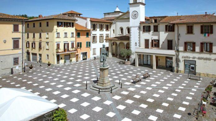Caret Studio устанавливает сетчатую систему социального дистанцирования в Italian plaza