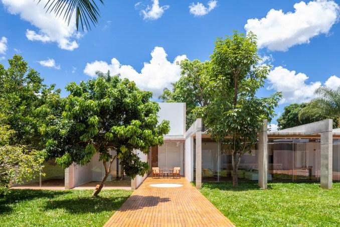 Portico House by Bloco Arquitetos