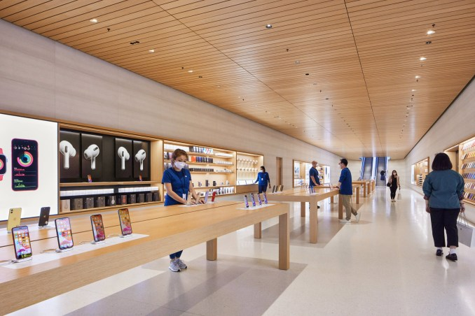 Apple Marina Bay Sands store in Singapore by Foster + Partners has a Genius Bar in an underwater tunnel