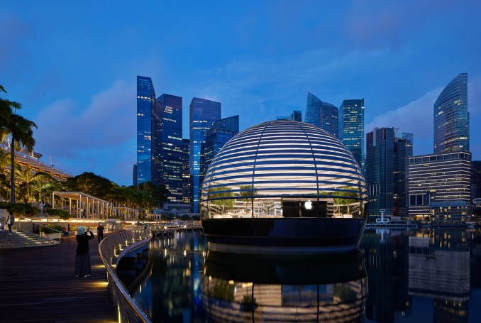 Apple Marina Bay Sands store in Singapore by Foster + Partners is within a glass sphere