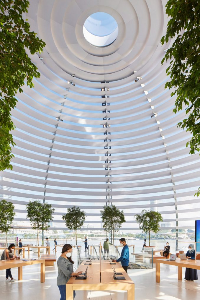 Apple Marina Bay Sands store in Singapore by Foster + Partners has an oculus inspired by the Pantheon
