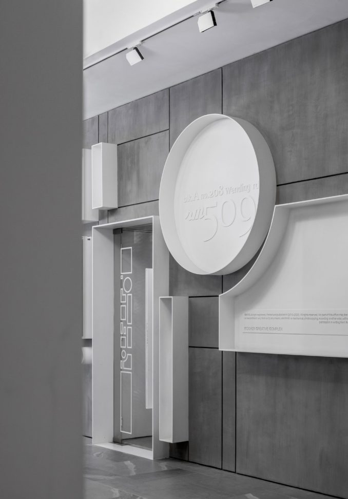 The entrance of KCC Office by KCC Design