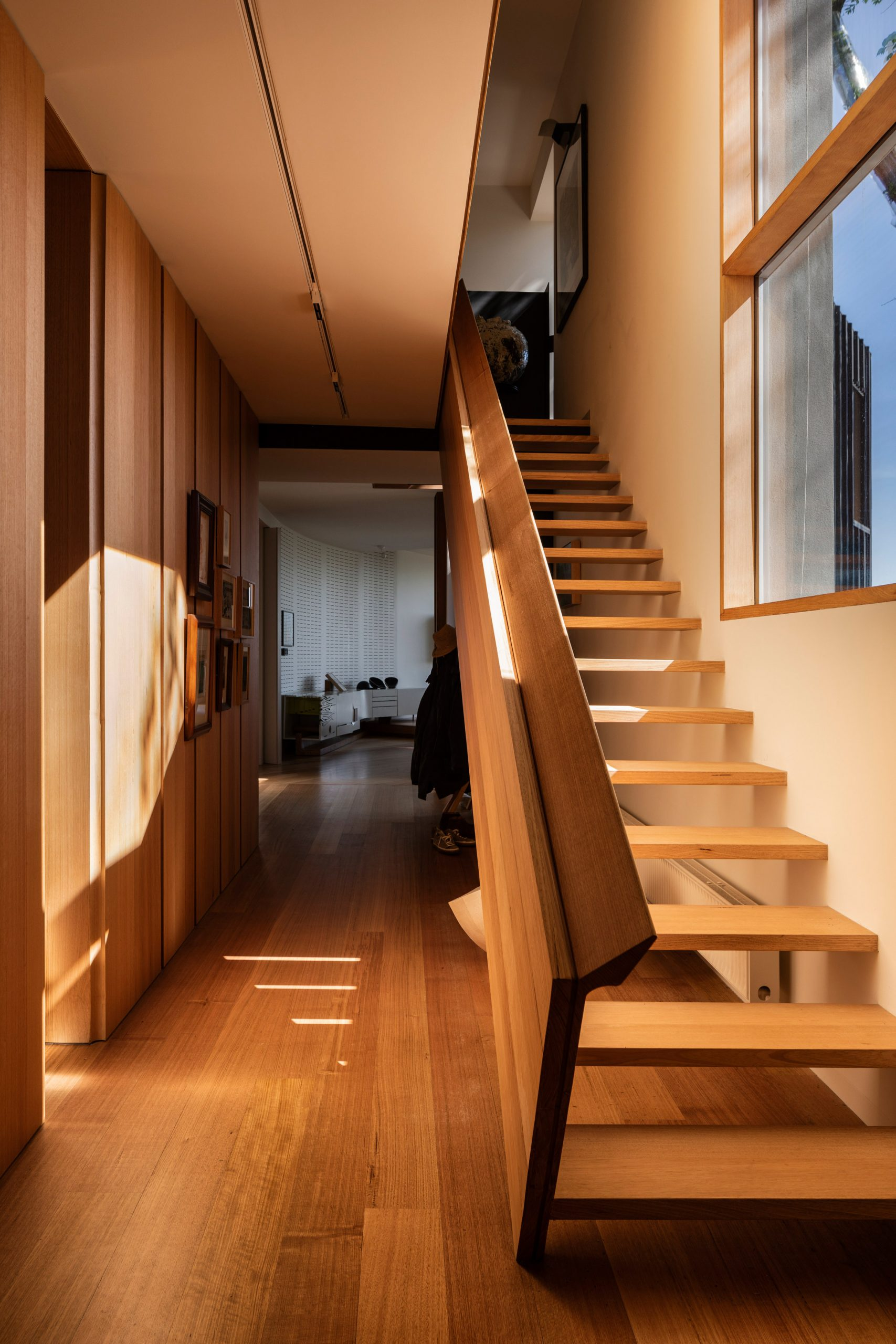 Victorian Ash staircase in Kew Residence by John Wardle Architects in Melbourne, Australia