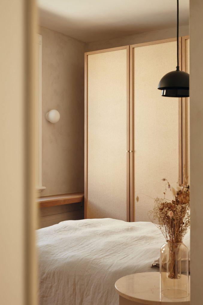 Guest bedroom inside Résidence Esplanade in Montreal