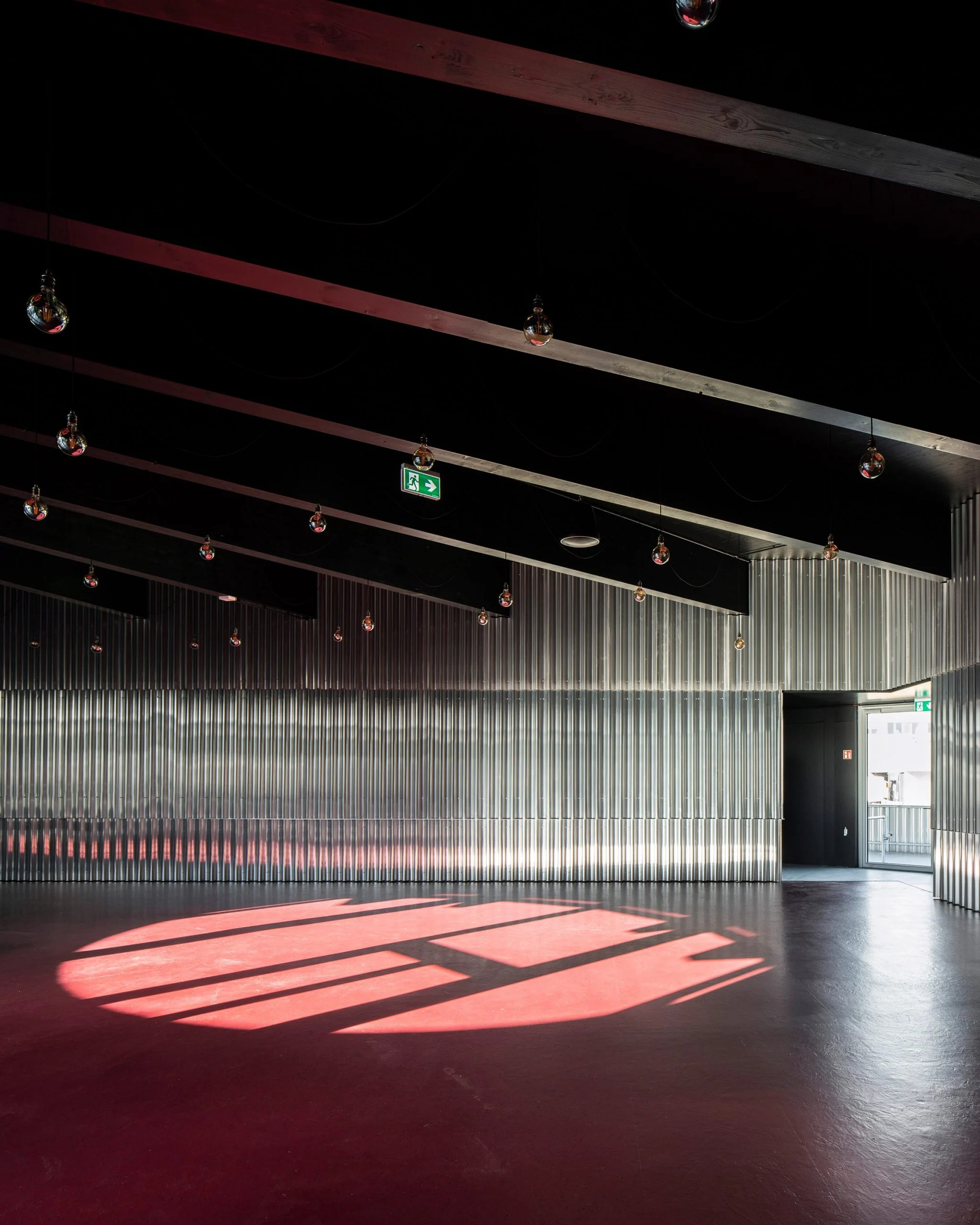 Refreshment space with cross-laminated timber roof