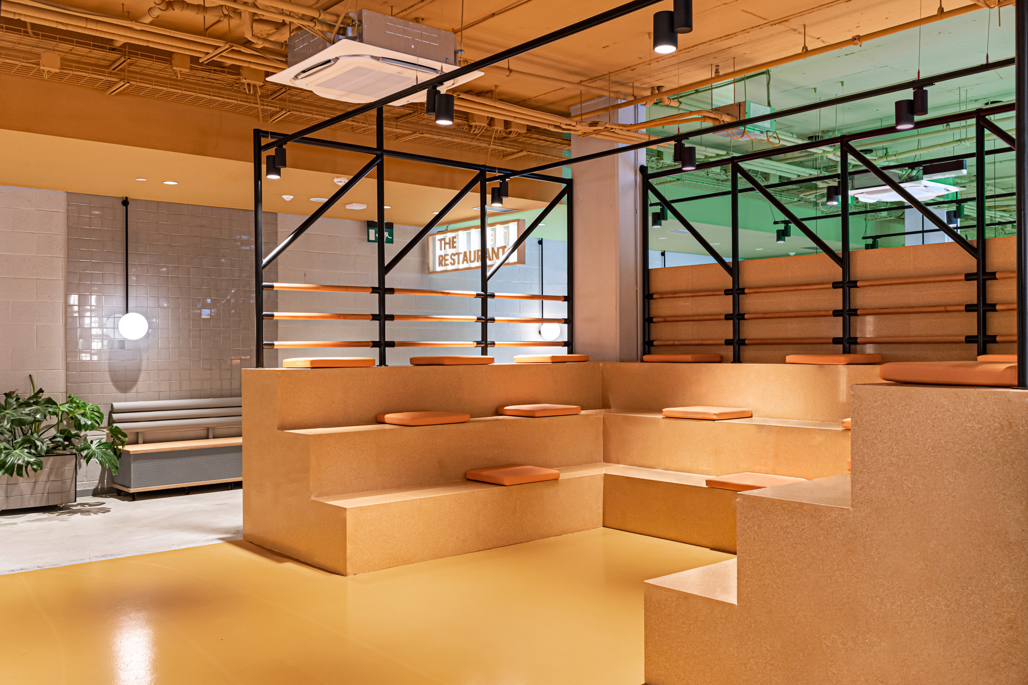 Yellow frames amphitheatre style seating by Masquespacio