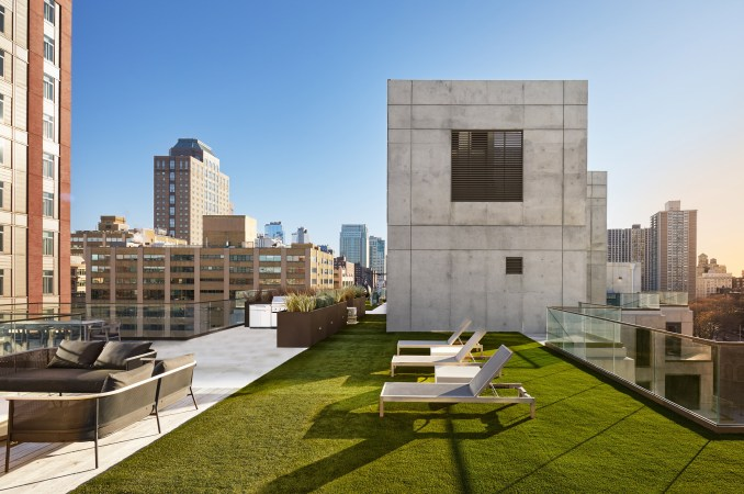 Rooftop terrace of 98 Front