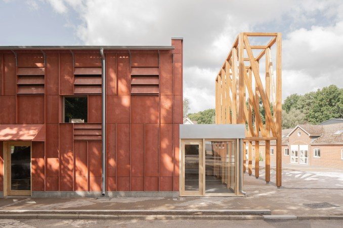 Modular panelling and awnings mimics the shape of portico structure