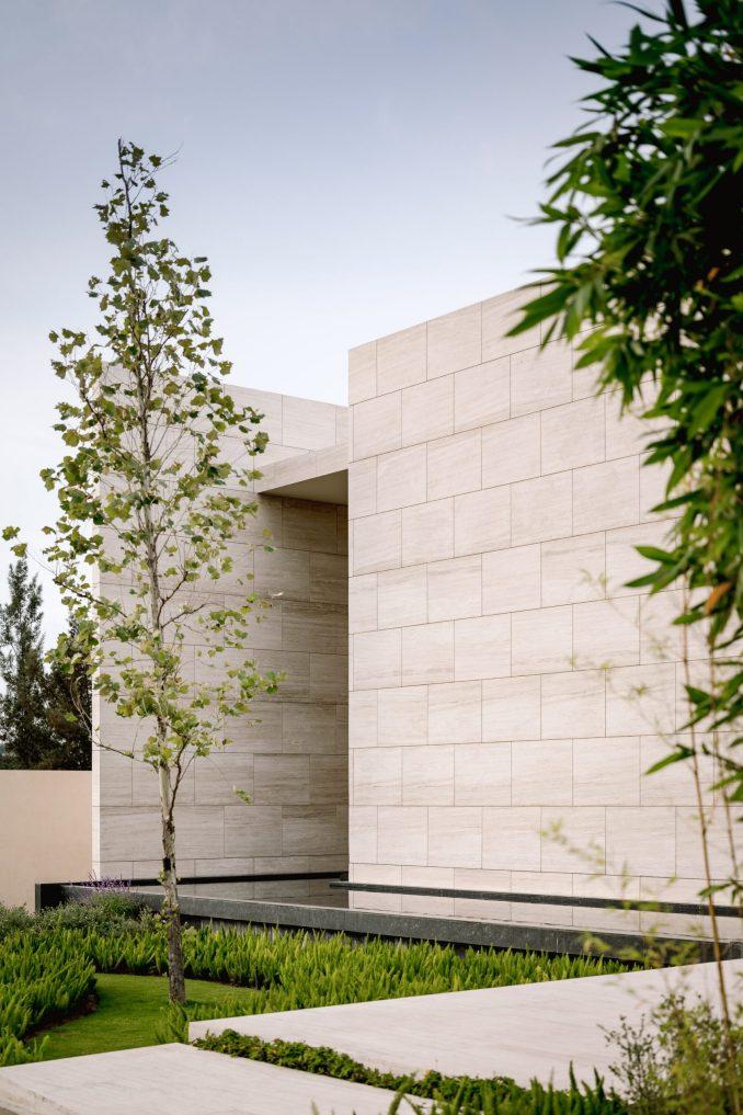 Marble walls and pool of Casa ZTG in Guadalajara