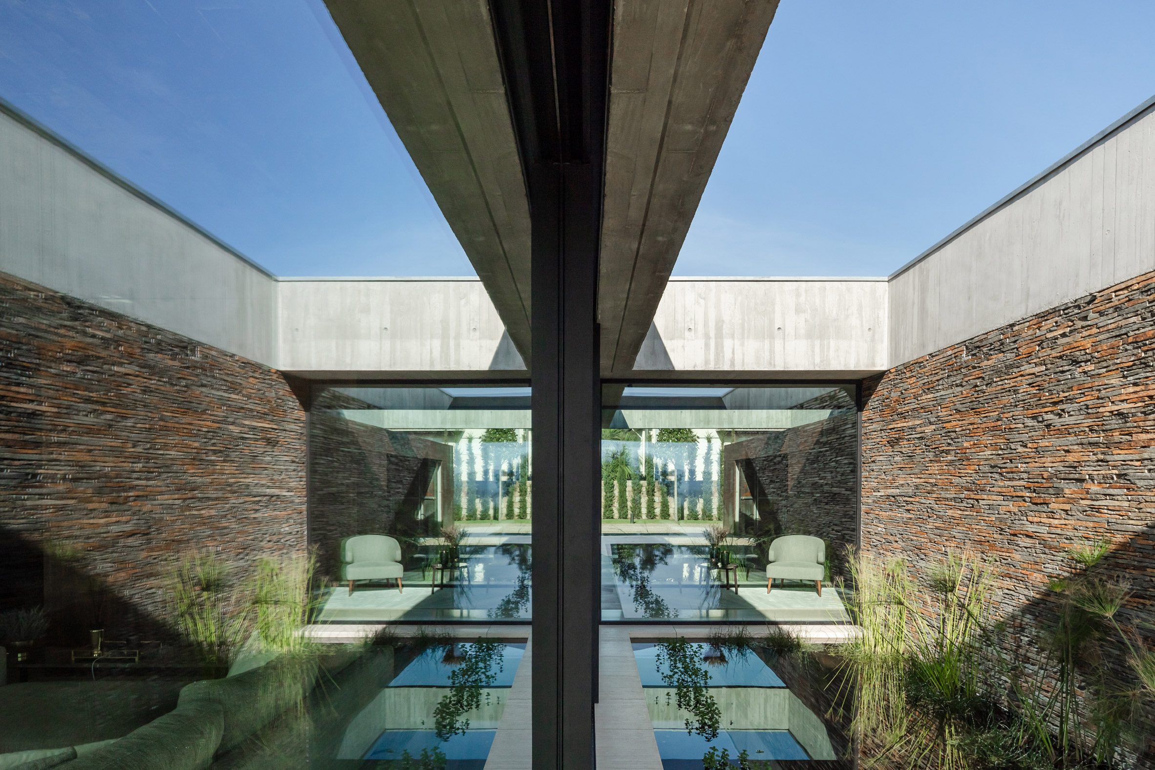 House in Braga in two volumes