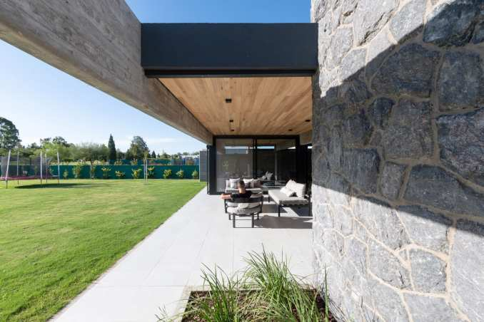 External courtyard of Casa SAB by PSV Arquitectura