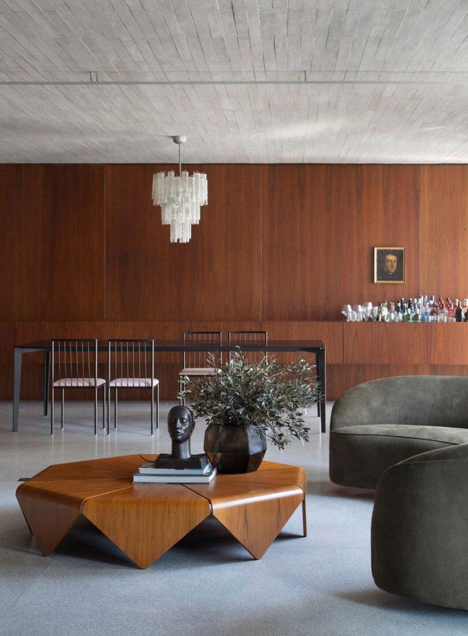 BC Arquitetos used walnut and concrete in the apartment