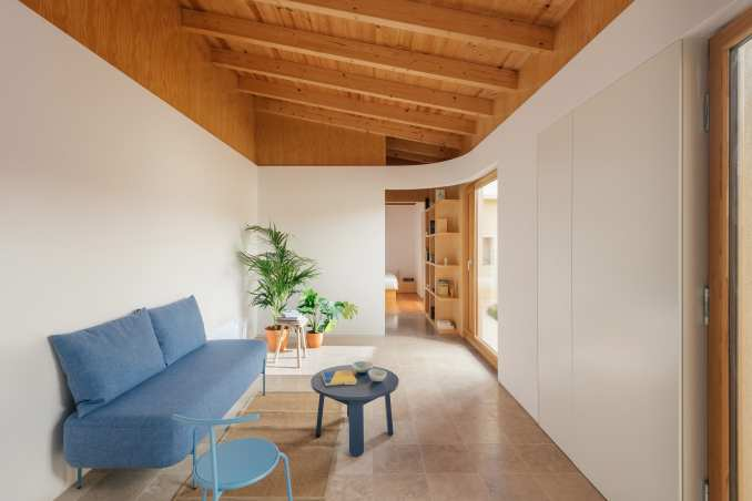 Curved wall in Puppeteers House by REDO Architects