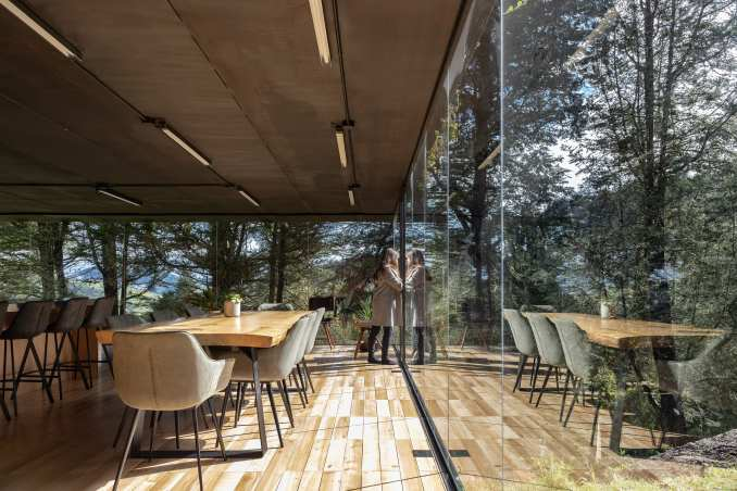 Glass holiday home extension in Ecuador