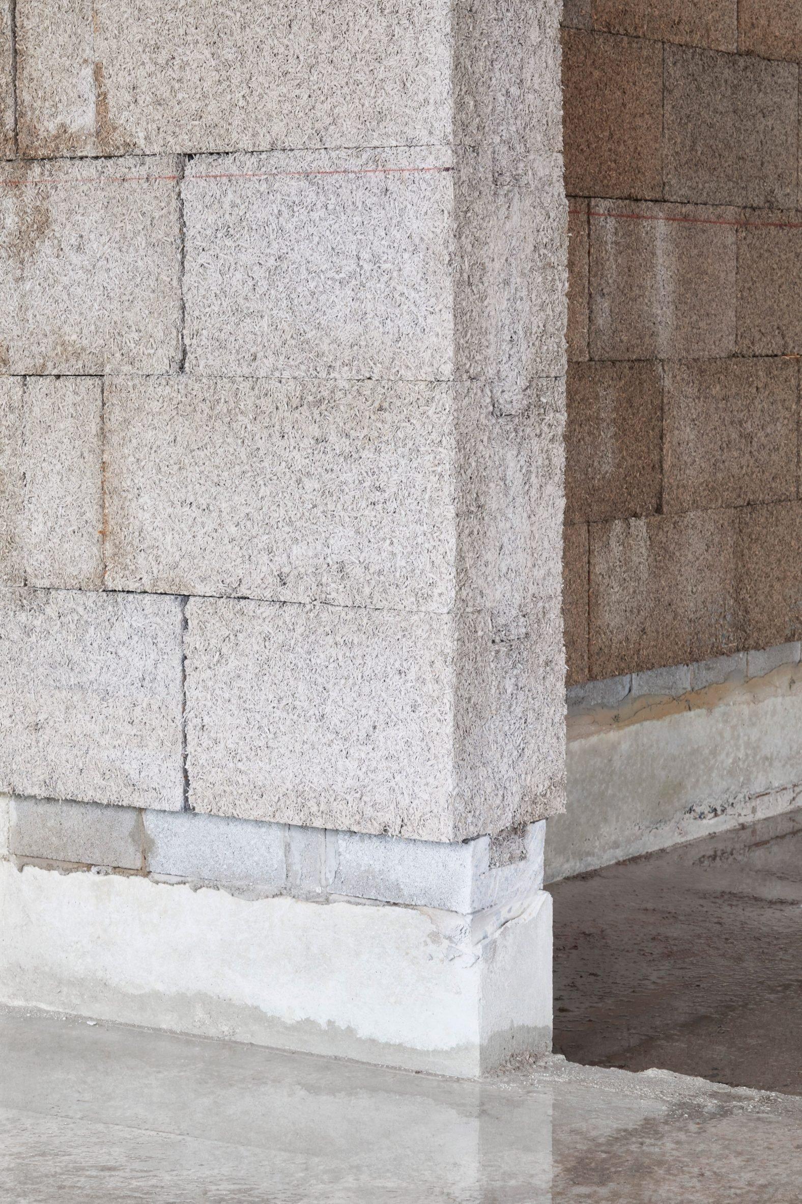 It has a concrete floor