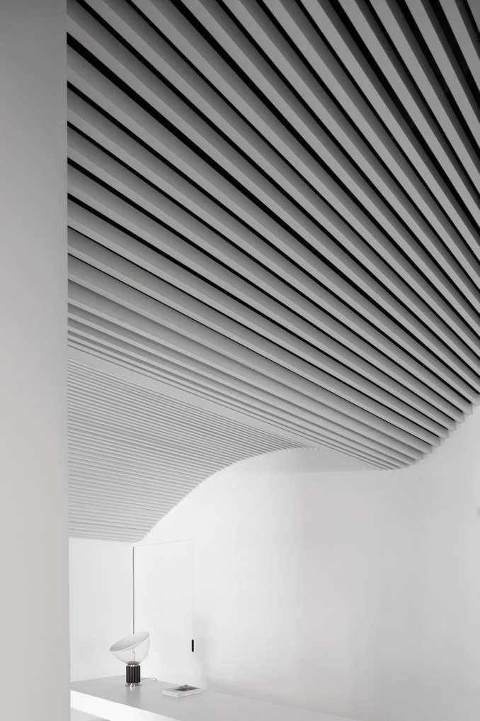 Runxuan textile office has a minimal interior