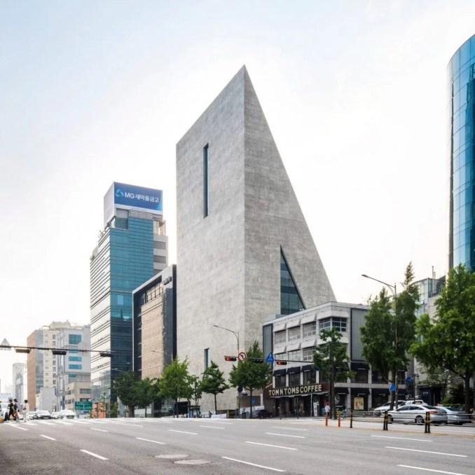 The exterior of the ST/SongEun Building