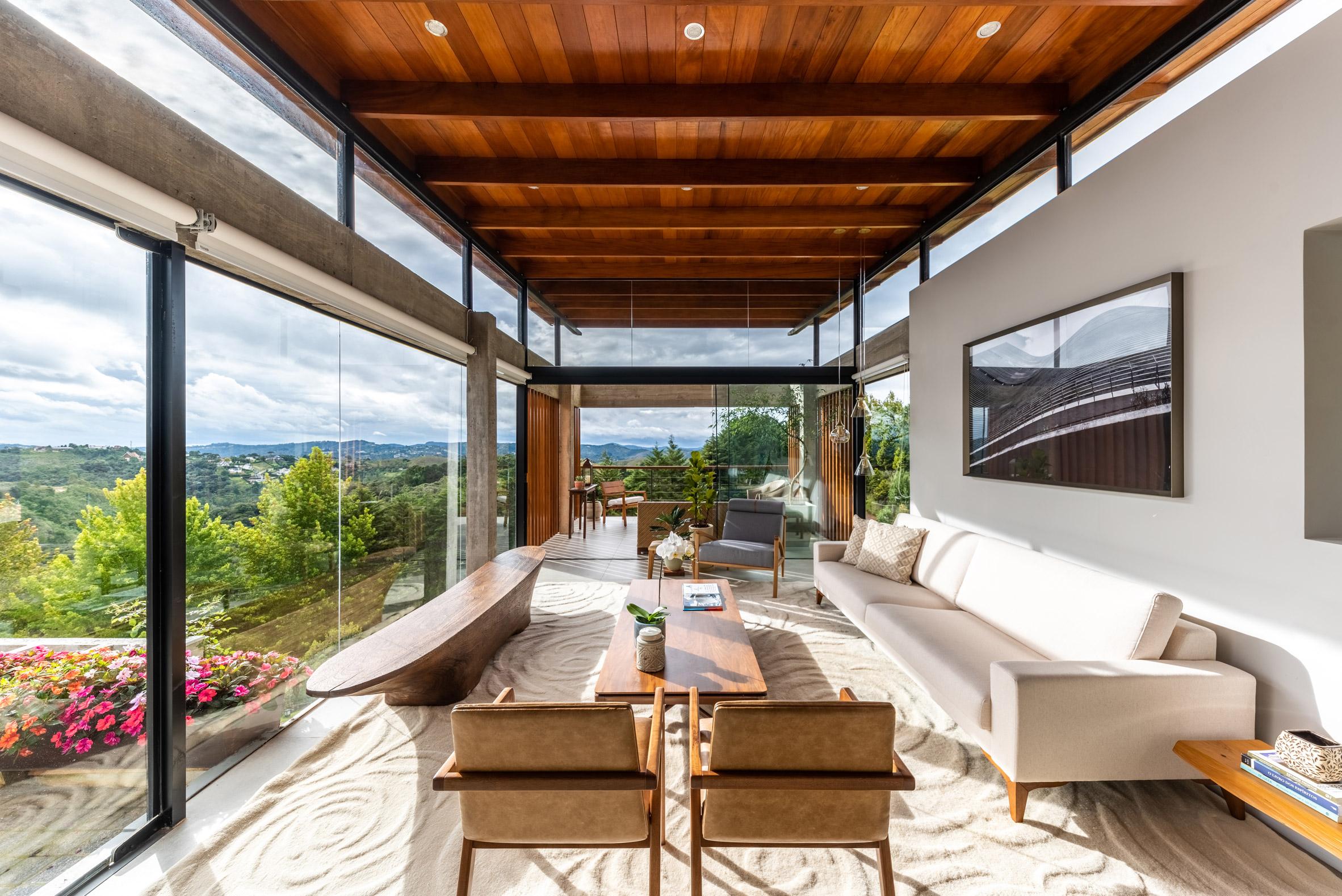 Living room wood brazil interiors by OTP Arquitetura