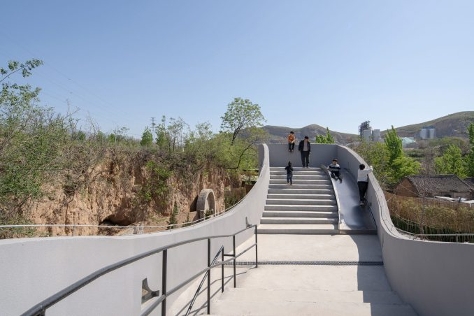 Atelier Xi designed the project to blend with the landscape