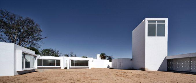 Sebastián Irarrázaval Arquitectos designed the project