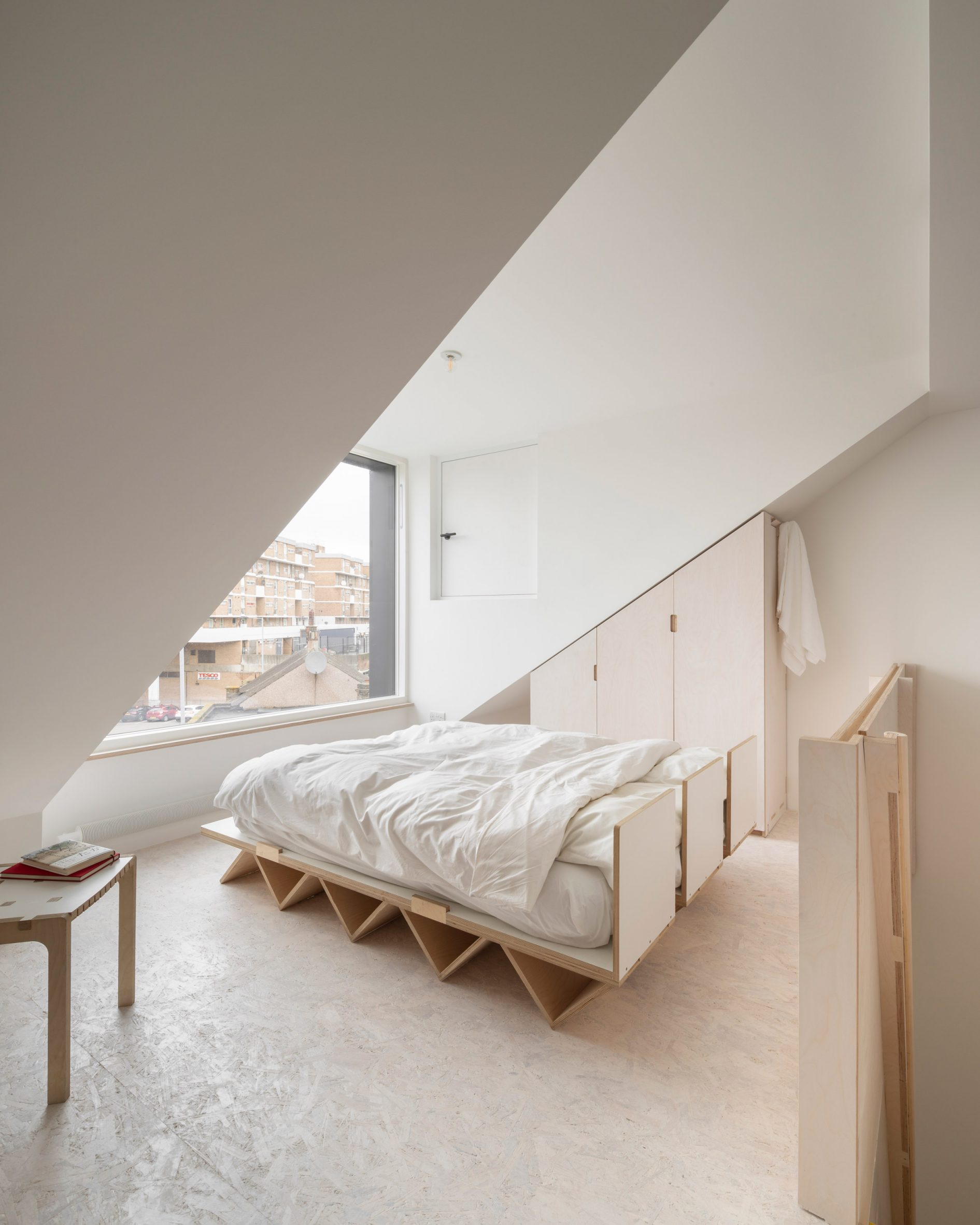 Bed deck in The Queen of Catford by Tsuruta Architects