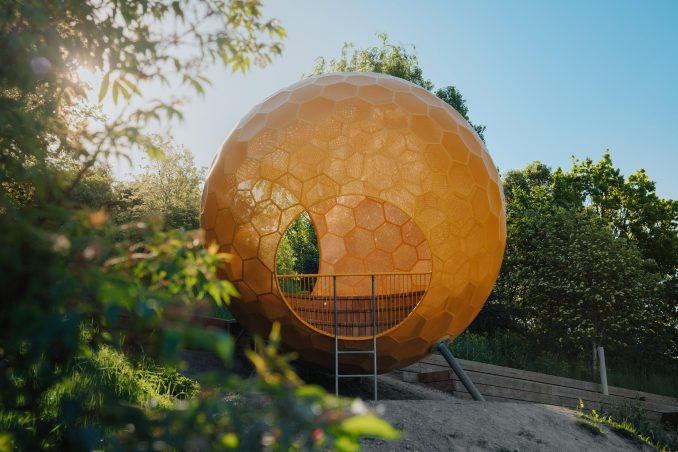 A hollow orange structure in Vårbergstoppen park