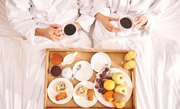 Sorprende a tu chico con un desayuno en la cama en San Valentín