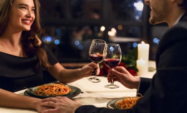 Una cena romántica es una gran idea para San Valentín