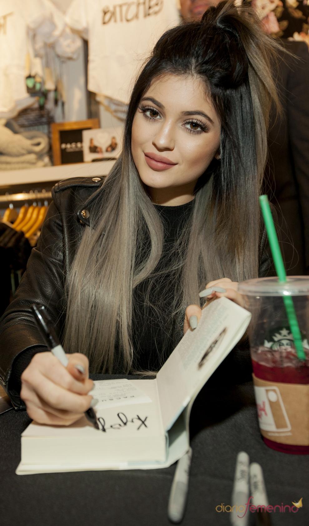 Kylie Jenner En La Firma De Libros De Su Novela