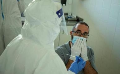 Andalucía despide el año con la mayor cifra de contagios de diciembre y suma 23 fallecidos