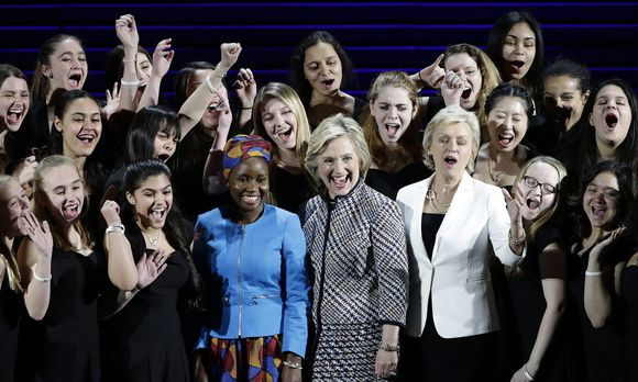 Hillary Clinton vergangenes Jahr beim Women in the World Summit in New York. / Bild: JASON SZENES / EPA / picturedesk.com