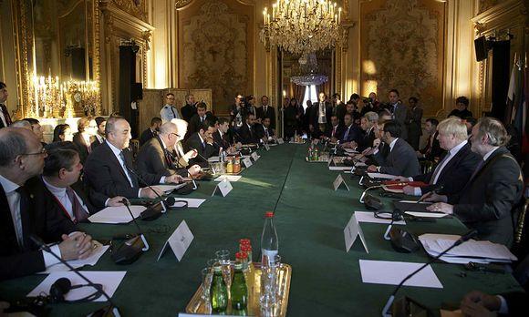In Paris findet eine Konferenz zu Syien statt / Bild: (c) REUTERS (POOL)